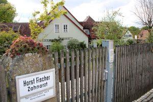 aerzte zahnarzt horst fischer bild02 300x200 - Zahnarzt Horst Fischer