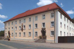 einrichtungen altenheim altbau 300x200 - Altenheim St. Elisabeth