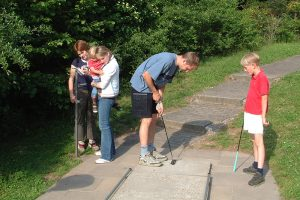 sommerrodelbahn erlebnispark minigolf 300x200 - Sommerrodelbahn Erlebnispark