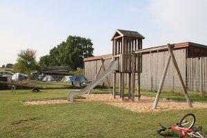 Kinderspielplatz in Hörlbach (am Ortsrand, neben dem alten Schulhaus)